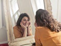 Diese kosmetischen Tricks verbessern eure Pflege!